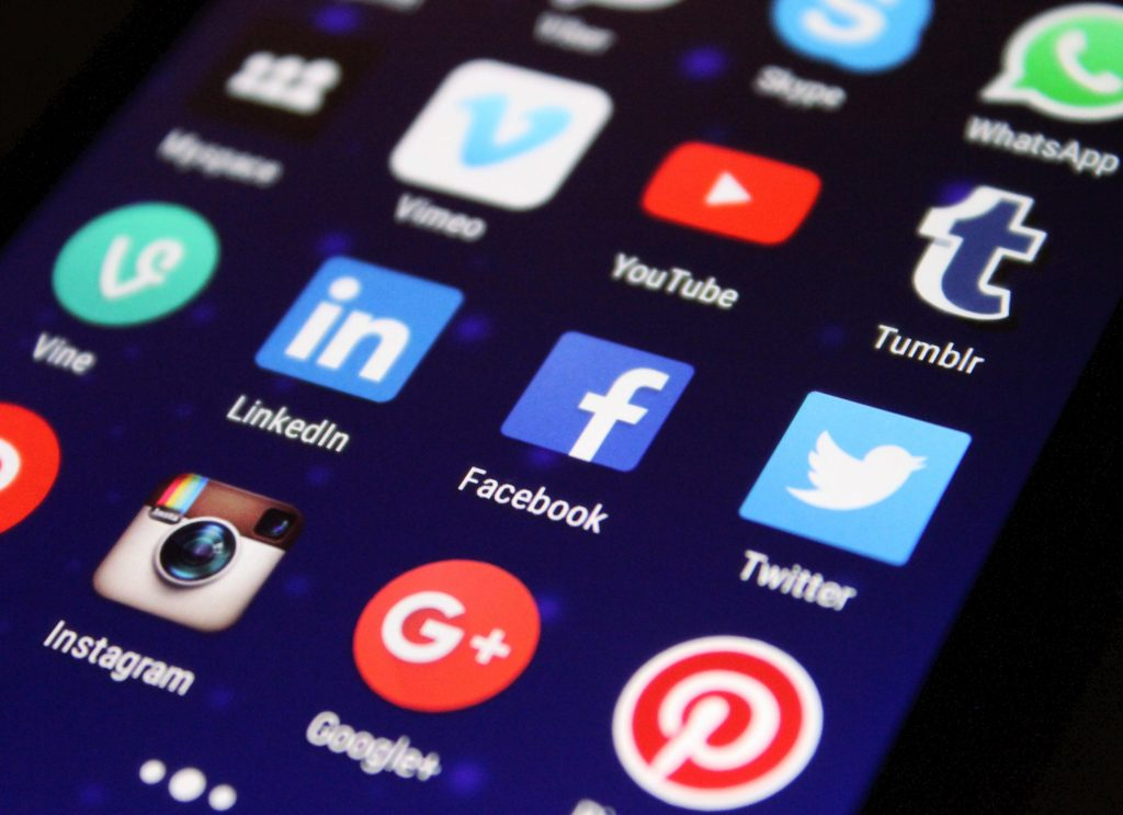 Business growth hacks with social media